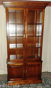 Vintage Statton Cherry Old Towne China Curio Display Cabinet w Glass Shelves