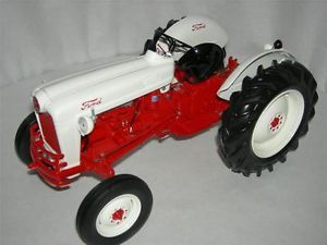 1953 Ford Jubilee Tractor from The Franklin Mint Condition MIB 1 24 Scale
