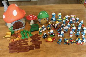 Vintage Smurf Smurfs Lot Houses Figures Fences Parts