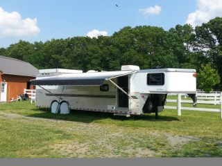 2003 Sundowner Horse Trailer w Living Quarters