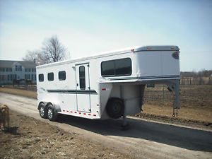 2002 3 Horse Slant Sundowner Horse Trailer with Changing Room