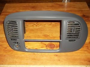 97 02 Ford F150 Pickup Truck Expedition Gray Radio Trim Bezel Vents 98 99 00