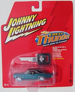 Johnny Lightning R6 Chevy Thunder 1965 Chevy Impala Super Sport 29 RR