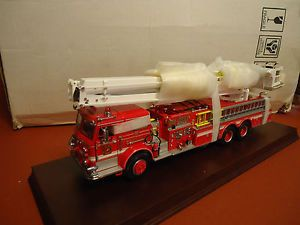 Franklin Mint Pierce Snorkel Fire Truck 1 32 B11XN67 Mint in Box w Base