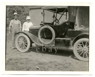 Early Car Open Back Spare Tire Big Spokes Vtg Old Antique Photo Couple Auto