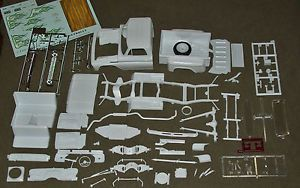 1 25 Scale Model Car Parts Junk Yard Vintage 1965 Chevy Truck Body Interior