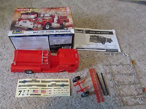 Revell Mack Fire Pumper Truck 1 32 Snap Tite Model Kit 85 1945 Parts or Repair