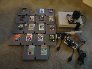 Nintendo NES System 18 Games 2 Controllers One Gun and All Hookups