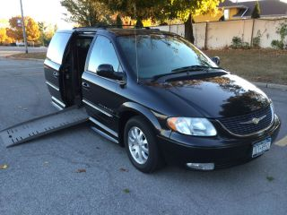 2003 Chrysler Town Country Wheelchair Handicap Van Mobility Dodge Ramp Chair