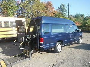 09 Ford E250 Handicap Van Wheel Chair Lift Braun Lift 1 Owner No Accidents