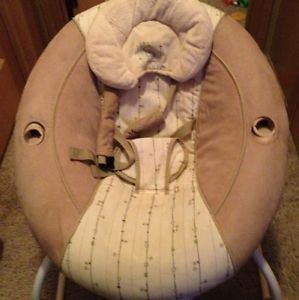 Bright Starts Bouncer Vibrating Chair Music Heartbeat Beige Boys Girls Baby