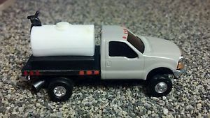 1 64 Custom Ford F 350 Power Stroke Flatbed w Spray Tank Ertl Farm Truck