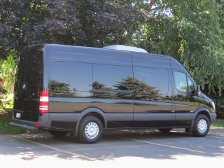 15 Passenger Luxury Seating Mercedes Benz Sprinter Limousine 3 0L Diesel Limo