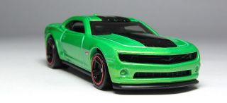 Hot Wheels 2013 Chevy Camaro Special Edition Diecast HW Garage Showroom 194 250